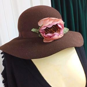ANN TAYLOR LOFT 100% Wool Hat